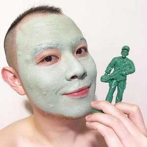 🦁🦁🦁 If all else fails, I shall go as a green toy soldier. Now, wouldn't that be an easy Halloween character to dress up as? . That's why masking is so awesome. Not only do you pamper and treat your tired skin, you may also get an epiphany if you're lucky too! Let's see if I'm equally lucky that those annoying acnes will subside a little by tomorrow after putting on this 【Innisfree Capsule Recipe Pack - Bija & Tea Tree】 . . . . . #Innisfree #InnisfreeSG #InnisfreeWorld #CapsuleRecipePack #AntiAcne #Bija #Maskfie #Clozette #Skincare