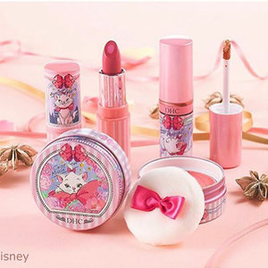 💅🏻💄💋 [DHC] If you have grown up watching The Aristocats, you'd be very familiar with the prime feline Marie. This year, DHC has collaborated with Disney to produce a limited collection featuring the very adorable Marie. . DHC x Disney Marie The Aristocats will include: • Essence in Lip Rouge PK01 Gentle Pink • Essence in Lip Rouge RS02 Innocent Rose • Cheek Color Blush PK01 • Cheek Color Blush OR02 • Essence in Eyeshadow GD01 • Essence in Eyeshadow PK02 . How pretty are these makeup products? These are highly functional as much as they are pretty. Most of these products contain 7 kinds of beauty moisturizing essence (extract) including Virgin Olive Oil and Super Hyaluronic Acid to keep skin hydrated, smooth, and repair wrinkles and fine lines.