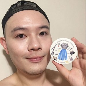 🦁🦁🦁 Want to see how the 【SeaNtree UV White Cushion SPF50+ PA+++】in 01 shade looks like? Well, here it is! . I wore it to work from 8 am and the BB cushion was still visible on my when I got home at 10pm! There were shine on my oilier T-zone at 2/3 pm but a little blotting corrected it. It got a little patchy towards 5pm when you looked at it up close, but it did not wear off at all. The brightness and second skin effect stayed through until the mid-afternoon blot and then it was just matte thereafter. Though it feels comfortable wearing it, I think it would do even better with a more hydrating primer on my cheeks and chin. This is another possible HG for me! Can't wait for you guys to try it and tell me what you think about it too! . . . . . #Seatree #SeatreeSG #SeaNtree #UVWhiteCushion #BBcushion #CushionFoundation #Suncushion #Clozette #Makeup