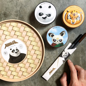 """🦁🦁🦁 Happy Monday y'all! Let's start the brand new week/day with something uber cute: THEFACESHOP X DreamWorks Kung Fu Panda Dimsum Kit ------------------------- Each faux steamer basket consists of: • Oil Control Cushion SPF50+ PA+++ Personified by Po, the one true Dragon Warrior; this cushion moisturizes skin as it controls excess sebum for a lasting freshness (one of my personal fav!) . • CC Ultra Moist Cushion SPF50+ PA+++ Personified by Master Shifu; this cushion helps to hydrate dry skin, keeping it moisturized as it presents a healthy and lively complexion . • CC Intense Cover Cushion SPF50+ Pa+++ Personified by Master Tigress, voiced by one of my favorite actress, Angelina Jolie; this cushion covers all the bases: coverage, hydration, skin-improving qualities, and longevity . • Inkgel Pencil Eyeliner 01 New York Black & 04 Choco Latte Marketed as a pair of chopsticks, these auto-type gel eyeliner pencils are soft on skin, impactful in payoff ------------------------- Special highlight for the eyeliners: these are super smudge proof! Once drawn -- of course on surface that are not oily to begin with -- the gel liner will not budge! Look at the swatch clip (Slide 7) and see for yourself! As for the cushions, they come in two shades, VL201 and VL203, in a whole set so you will not be able to """"mix and match"""" the shades. . The special dimsum kit is already on sale at all Thefaceshop and Nature Collection stores islandwide. Head down to the nearest store to check them out! . . Bonus: THEFACESHOP x The Simpsons capsule collection is also available right now. Get them while it's hot!"""