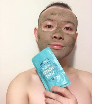 🦁🦁🦁 Remember that clay mask I posted a maskfie a couple nights ago? Well, I would like to formally introduce you guys to the organic mask I've had the pleasure of testing out for Clozette! . This clay mask is called【FaceTox】and it is developed by a U.K. company. Besides advocating a non-chemical and all natural, all organic approach to bettering your skin, it is also vegan friendly and free of paraben- and cruelty-free. . In short. I do like this 3-ingredient mask and would see myself repurchasing it eventually. I would recommend it to everyone but dry skin users may want to reduce the wear time a little. Review proper will be up next so keep an eye out for that!