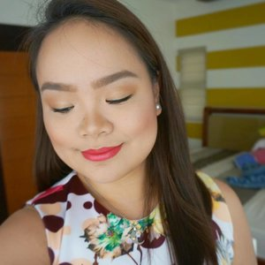 This @lorealmakeup Color Riche Gold Obsession lipstick in Rose Pink is giving me that Lux Summer/Spring vibes! 💄 #yellowyum #msyellowyum #beauty #beautyph #beautyblogger #beautybloggerph #bblogger #bbloggerph #manilablogger #lifestyle #lifestyleblogger #pinayvlogger #blogger #bloggerph #youtube #youtuber #youtuberph #vlogger #vloggerph #clozette