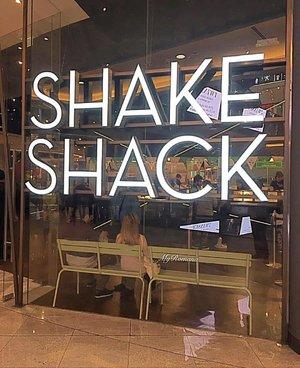 #DND #BRB @shakeshackme @thedubaimall . . . .  #MyRomanaWinter2016 #MyRomana #clozette #shakeshack #dubai