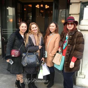 Malaysia, The Philippines & Greece represent! At @balthazarldn with @lucychong88 @kmgc829 & @lina1629 #balthazar #coventgardens #london #instameetup #friends #instamood #instadaily #clozette #lifestyle MyRomana