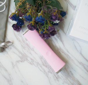 Posted a review on the @Foreo ESPADA Acne-Clearing Blue Light Pen on the blog! Decided to write about it because the price has reduced quite significantly on SephoraSG and there doesn't seem to be any detailed review about it online... So here you goooo.  Product sponsored by my blessed-with-flawless-skin boyfriend 😏  #beauty #makeup #sgbeauty #sgmakeup #instabeauty #instamakeup #beautygram #beautyblogger #makeupmess #bblogger #beautybloggers #igmakeup #trendmood #allthingsmakeup #sgig #sgigmakeup #clozette #igbeauty #makeupjunkie #sephorasg #foreo #espada #flatlay #acne #pimples #antiacne #foreoespada
