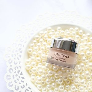 Have you heard of the 3-in- 1 eye cream that also acts as a concealer? My skincare staple, Olay Eyes Ultimate Eye cream. It de-puffs, reduces fine lines / wrinkles, brightens the skin, and has the Olay Color-Correcting Technology so it can conceal your blemishes under the eyes too! Full review on the blog! … @olayphilippines #ForYourEyesOnly #OlayPH #clozette #shesingsbeauty