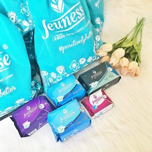 Whoaaa! Came home to these! My favorite sanitary pads, Jeunesse Anion is so generous to give 5 packs in different variants! They are a bit pricey than regular pads but super worth it! I have a review on the blog for more information! It can reduce odor and minimize cramps ❤️ You guys are so lucky! ^^ . . 🌟FLASH GIVEAWAY! 🌟 Follow @jeunesseanion, repost this photo then tag me and @jeunesseanion with #PositivelyBetter and I will raffle your names on Sunday! 1 winner will get her own #JeunesseAnion Gift pack! 😘Sounds good? 💕  #genzellovestomeetyou #clozette