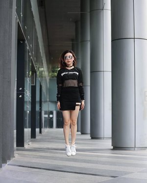 """Dream Big and Aim High"" Because we have to live with no regrets in this life. 📸 by : @ai_impressions ----- #ladies_journal #levitation #fashion #ootd #lookbook #clozette #clozetteid #edgy #igsg #sgig #streetstyle #casual"