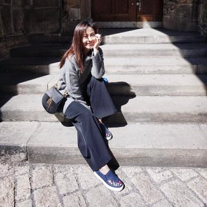 Exploring the Prague castle in my #BataShoes and I just have to say... I'm totally #ComfortableWithIt ✌🏼 - Ed. Becks #Clozette #BataFashionWeekend