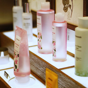 Guess what? Floral-inspired beauty brand @mamondesingapore is now available at TANGS Vivocity! #Clozette #MamondeSG