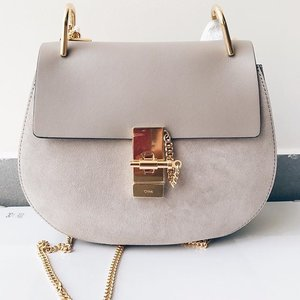 My first Chloé  In the most perfect grey with gold hardware!  #clozette #clozetteid #beauty #beautyblog #igbeauty #bblogger #bbloggers #blogger #instablogger #instablog #beautyaddict #cosmetics #clozettedaily #chloe #chloedrew #chloedrewbag