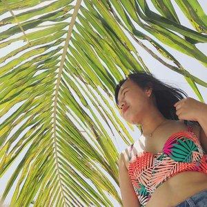 Island girl 😂🌿☀️ . . . . #photooftheday #whiterocksubic #whiterockbeach #beach #beach🌊 #beachlife #photography #summer #summer2017 #follow #like4like #tagsforlikes #instalike #likeforlike #follow4follow #followforfollow #l4l #instafollow #likeforfollow #likeforlikes #20likesfor20likesback #likeback #likes4likes #followher #followhim #pleasefollow #like4follow #teamfollowback #clozette @clozetteco