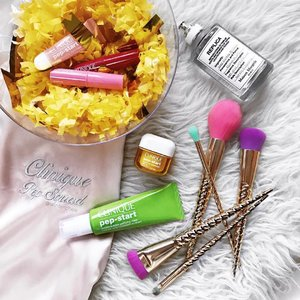 A good base is the key to having a great makeup day. Get squeaky clean skin with @cliniquesg Double Bubble Mask in just 2 minutes + finish off with a layer of Pep Start Pout Moisturizing Night Mask to prep the lips for your budge-proof lippie of the day. . Last day of #cliniquesg event at @ion_orchard @sephorasg so be sure to head down and grab yourselves tons of exclusive deals! Remember to flash my post when you purchase your jolly Pep-Start Double Bubble Mask & receive a full-size cleanser surprise gift! 🎁 . #Clinique #Sephora #SephoraSG #SephoraSGHauls #Skincare #Clozette