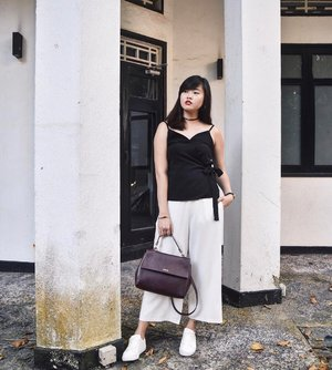 Very much into monochrome lately. Top from @thebeverlynlabel that has already been launched on site. Quote <cassx10> to enjoy 10% off all orders! ✨ (📸: @claudiachew42) #thebeverlynlabel #clozette #ootd #TBLLook
