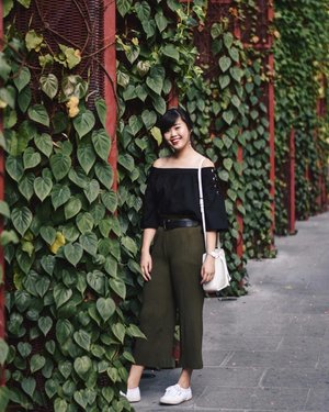 Extremely thankful for the long weekends ✨ Wearing @ohvola's Lace Up Off-Shoulder Top in Black. Shop the full collection on their website now! x #ohvola #ohvolaootd #clozette #ootd