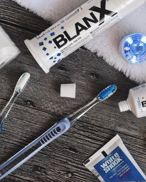 GIVEAWAY!!! 🎉🎉🎉 Here's introducing the first toothpaste that comes with LED light to help achieve an immediate whitening effect while protecting you against bacteria! Together with @BlanxSG, I will be giving away a set of BlanX White Shock (50ml) + LED Accelerator and a BlanX White Shock (75ml) To win, all you've to do is ______________________________________________________________________ 1. Follow @BlanxSG and @cforcassan 2. Like this photo 3. Tag a friend in the comments section ______________________________________________________________________ Giveaway ends on Wednesday, 1st March 2017, 23:59 and 1 lucky winner will be selected to win this set of toothpastes! All the best! 🤗 #blanxsg #clozette #sgcontest