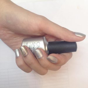 Got my nail done @cnd_indonesia 💅🏻 #cndindonesia #irwanteam #nailart #clozette #clozetteid #beautynesia #beautyblogger #beautynesiamember #wiw #ggrep #nail #nailgel #silver