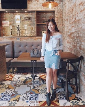Cozy interiors, good food and good friends! ❤️❤️❤️📸: @tinavcruz Thank you bb! 💕#clozette #ClozetteAmbassador #teamshirubi #ootd #ootdph #PatrishWears #gtwbysm #f21philippines