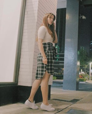 When you shoot at night and most of your photos are blurry but you have friends that take back up photos for you. Last Saturday's fit for DM's event! Skirt from @gtwbysm 📷: @jamilajoyce_c 🖤🖤🖤 #clozette #clozetteambassador #teamshirubi #ootd #ootdph #patrishwears