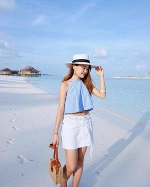 // Colours of a beach vacay 🌊 . . . #maldives #summer #finolhu #clubmed #clubmedmaldives #clubmedfinolhu #beach #beachwear #clozette #theclosetlover #tclootd #ezbuysg