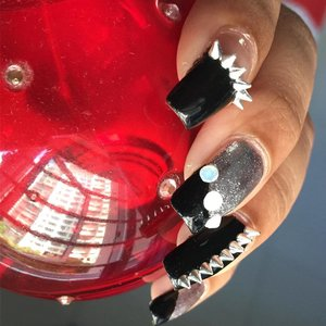 Spikes and studs! #clozette #clozetteco #instanails #naildesigns #nailart #spikenails #studsnails #nailswag #nailsofinstagram #nailslover #nailgram #nails #nailartclub #nailstagram
