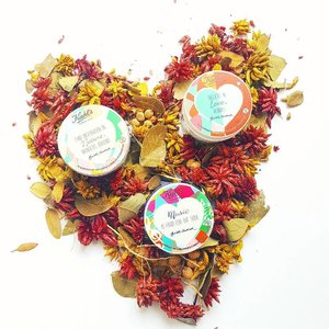 """""""Believe in love, always."""" My favourite @kiehlssg moisturisers are all dressed up in fun and funky limited-edition labels designed by Ginette Chittick, 2017 St Jerome Laneway Festival Artist - all for a good cause. When you buy these $2 of the net proceeds from the sale of each limited-edition product will support Children's Cancer Foundation. Healthy skin + good deeds = win win in my books!  #fromthebeautydesk #beauty #skincare"""