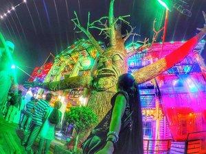 That Tree in @globalvillageuae Psycho Haunted House 😱 #globalvillage #mydubai #gopro #goprome #goproselfie #goprohero4 #yallagopro #dubai #igers #dubaiblogger #uaebloggers #igersdubai #igersmanila #igers #travel #travelblogger #likesforlikes #f4f #liketkit #travelphotography #wanderlust #followme #youtube #vlog #visitdubai #dubaitourism #clozette #goprotravel #goprogirl #solotravel #wheretonext