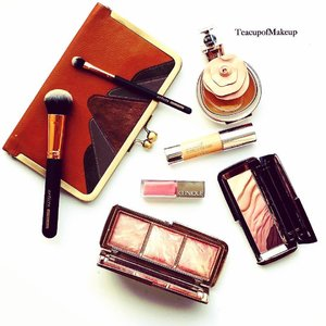 Monday's Rules. Quick Makeup...Clinique Chubby In The Nude Foundation; Pop Lacquer 05 Wink Pop. Hourglass Modernist Eyeshadow Palette in Monochrome; Ambient Blush Palette. Artiste Brushes. Valentina Assoluto by Valentino. Clutch by Truso. ..... ..........#makeup #photographer #style #flatlay #luxury #motd #decadent #clutchbag #clinique  #foundation #hourglasscosmetics #liplacquer #ausbeautyblogger #valentino #blush #eyeshadows #fashionblogger #monday#perfumes #vintageinspired