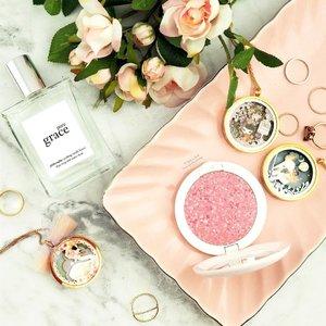 Sunday's about Pure Grace and Pretty Pinks. 一个可爱的桃红色星期天。What are you doing this Sunday?  @philosophyskincareau's Pure Grace Fragrance @guerlain's Météorites Happy Glow Blush *PRGifted Pop Up Art Jewelry by @schmooksart . . . . . . . . . . . . . . . . #makeup #香水 #美容产品 #photographer #爱 #美丽 #luxury #bbloggerau #flatlay #puregrace #mua #asiangirl #love #perfume #clozette #guerlain #sephoraaus #guerlainmeteorites  #lazysundays #beautiful #philosophy #productphotography #博主 #可愛い #teacupofmakeup #cute