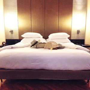 Sweet dream everyone! 🌙💤Thanks The Royal Beach Seminyak for such a spacious bed😱 😍 #bali #thebeachroyalseminyak #travel #travelwithCrystal #clozette #styleXinfluencer #sweetdream