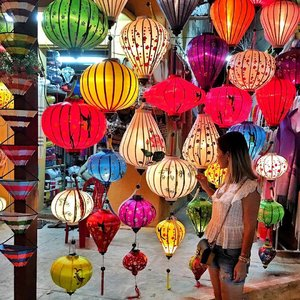 Colors and lights. #HoiAn old town has so many beauty and treasures that can make you go hunting forever #travel #travelwithCrystal #HoiAn #Vietnam #ootd #clozette #fashionblogger