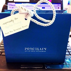 Love coming office to this! Thank you @porcelainfacespa for the gorgeous blue gift. You made my Monday blue-less already 😍😍😘 #fffriday #poreclain #beauty #fashionblogger #NoMoreBlueMonday #Clozette #IloveMyJob