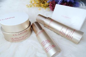 Clarins NEW shaping facial lift range is indeed an instant beauty perk-me-up. With 3 new amazing products, this range is the answer to a more defined V-shaped face with big, bright eyes ✌️😍 ———————————————— Introducing the Shaping Face Lift Serum (S$114) that combines 3 plant extracts (Guarana, Zerumbet Ginger and Kaki extract) that effectively depuffs, lifts and refines your face. Visibly firmer facial features resulting in a more defined V-contoured face. Texture is comfortably soft and feather-like. Lightweight and oil-free, leaving skin moisturized and silky smooth to touch. ———————————————— Couple the Shaping Face Lift Serum with the NEW Enhancing Eye Lift Serum [S$93] to offer you bigger, brighter and bolder looking eyes. This lightweight serum refreshes the eyes to give the lift, and reduces the dark circles to brighten the eye contours. The factor that impressed me most about this enhanced serum, is the fact that it helps fortifies and enhances your lashes at the same time! ———————————————— To wrap up, a go-to solution whenever you wake up to a puffy-like face. The New V-Facial Intensive Wrap [S$89] This dense and heavy but yet soft textured product is concentrated in plant extracts and effectively de-puff and relieves your face in just 10 minutes (Tested and Proven! Do follow instructions for usage to maximize product's potential) An ideal V-contour is visibly regained when you need it most! This is indeed the SOS wrap for any upcoming special occasions, DNDs, wedding events round the corner. ———————————————— FYI 💕 You can now experience your redefined face lift with a Complimentary Complete V-Facial Contouring Trial Pack. NO minimum purchase required. ———————————————— Simply log onto < po.st/lecinlurve > and pick them up at any of your preferred Clarins counter today.  To a more defined ✨✌️V-facial contour and depuffed eyes in just 10mins flat!  #ClarinsSg #clozette #beautyreview