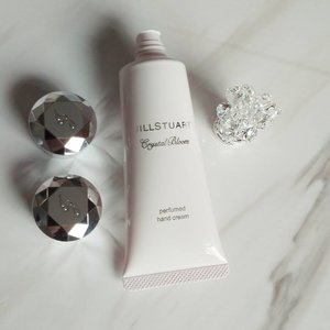 Who can resist this lovely exquisite hand cream? .  First Hump Day of 2017!!! . .. #makeuphaul #limitededition #makeupaddict #makeup #sgmakeup #sgcosmetics #cosmetics #cosmeticshaul #myhaul #prettyblooms #sggirls #mycollection #clozette #singapore #haulfromhongkong #jillstuart #skincare #handcream #love #floralsmell