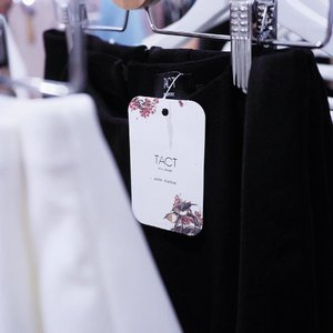 Attended @tact.sg new capsule collection: <Je Ne Sais Quoi> this afternoon and fell in love with the pleated maxi! Super proud of this babe who got her act together and pulled through it all, @aggylow 😘  Launching on Monday, 8pm in limited quantities!! Do support if you love classic minimalist pieces in monochrome, this collection is not to be missed!  Special thanks to @honeyzpainthouse for hosting the event and having us over! 💕💕 #clozette #tactsg #honeyzpainthouse
