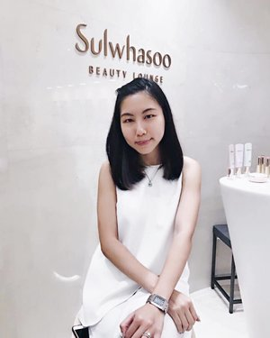 Bare faced at Sulwhasoo's store to try their essential skincare range! Personally I was v impressed with the First Care Activating Serum, Makeup Balancer & Perfecting Cushion! Managed to achieve a naturally effortless radiant & dewy look!  Thanks to @ellesingapore for blessing me with this precious opportunity to experience for myself @sulwhasoo.singapore best selling products, can't speak for the others but I was sold! 😍
