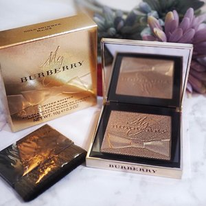 // BURBERRY Gold Glow Powder - No.02 Gold Shimmer - Limited Edition 2016 c/o @SephoraSg___________Would u feel offended if people praise u for the pretty wall u take your OOTD against or the background u use for your flatlays? 🤔To me, the art of photography is that u have to choose the subject of focus & frame your photo properly so that your audience can identify the subject in focus at the first glance 💕 It takes practice to master that but as an amateur, u may consider making your backdrop as clean / plain as possible so that your camera can focus the right subjects 💡Wishing you an amazing Tuesday 😘....#Clozette #ClozetteAmbassador#Burberry #BurberryGoldGlowPowder#SephoraSg #SephoraWonderGifts