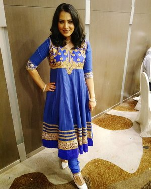 A busy weekend has come to an end. Loving this new cobalt blue traditional piece with golden thread and stone embroidery. It's such a statement piece which hardly needed accessorizing. 💙 . . .  #stylexstyle #clozette #sgig #punjabi #punjabisuit #desi #makeupmess #india #beauty #beautyblogger #bbloggers #blue #makeupblogger #sgbeauty #tagforlikes #sgigbeauty #wakeupandmakeup #fashion #jj_forum #follow4follow #lookbook #lookbooksg #ootd #singapore #style #wiwt #igdaily