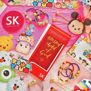 So pleased to be at the launch of @SKJewellery x Disney Tsum Tsum 999 Pure Gold collection! ✨ It's cuteness overload especially with the fact that the pieces were created to reflect the charming personalities of the well-loved characters 😍 I also got to personalise my calligraphy lettering card with @sowinlovecalligraphy and chose little #Pooh on my Gold Coin with digital colour print 🍯 💕🌈 Thank you @prcommsg for the invite! 😘💗 #SKJewellery #TsumTsum #Disney #calligraphy
