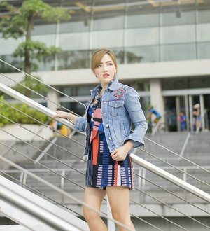 Gimme a denim jacket to throw on anytime 💙. Sweeten the deal with beautiful embroidery on this one from @revolve x @tularosalabel. More deets tagged ☝ #MelissaJanexRevolve #Revolve #RevolveMe #Tularosa #StyleTheorySG #womenofstyletheory