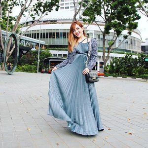 Major credit to my love @societyofsnobs for taking this beautiful shot just when I was incidentally doing a #DisneyPrincess sweep of @pleatation's maxi dress at @influenceasia 2015! 😏 Its elegant pleats makes it a perfect #outfit for the occasion 👗😍 #clozette #sgblogger #style #pleatation #maxi #maxidress #ootd #lookbooksg #fashionpost #styleblogger #influenceasia2015