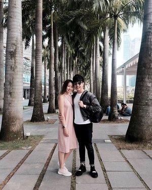 👫💑💏 | Hey, @sky.txh! Can I borrow a kiss? I promise I'll give it back. 😘🙊💕 . . . . #ootd #clozette #coordinatesoffrisbee #youthenchildish #coordinatesofsky #lookbook #lookbooksg #sgblogger #fashionblogger