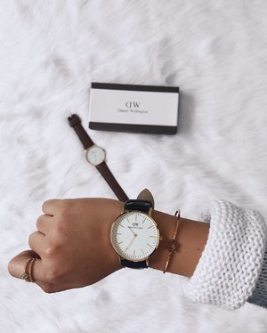 """Time is free but it's priceless! ✨👌🏼 Thankyou @danielwellington for this beautiful watch, Get your own #danielwellington at danielwellington.com and use my code """"DWdianejazmine"""" to get 15% off discount. 😉 Thakyou also to @soulrock.jewelry for my Bangle and Ring. 💫 #clozette #sponsoredpost"""