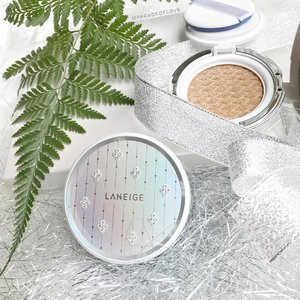 Never let anything dull your sparkle ✨ And if you think you don't sparkle enough, get some radiance through the Limited Edition @laneigesg BB Cushion Crystal Edition with Swarovski Crystals embedded 😍 It's a rainbow on the cushion when light reflects upon it 🌈 Does it brighten up your day? - - - #clozette #laneige #laneigesg #라네즈 #laneigexswarovski #swarovski #bbcushion #rainbow #makeup #crystals #sparklingbeauty #sparkle #shineandsparkle #🌟 #✨ #makeuptalk #makeuplife #kbeauty #cushion #koreanbeauty #화장품