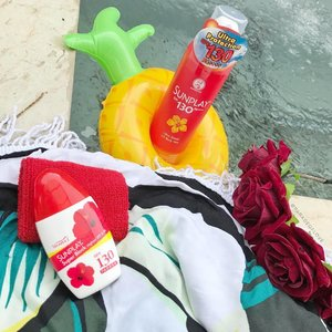 Facing the sun with my skin all protected with the @sunplay_sg Superblock & Ultra Shield UV Body Mist. 👌🏼☀️ Now all I need is a beach vacay. Who's with me? 🙋🏻 - - - #clozette #skincarepicks #sunplay #sunplaysg #suncreen #sunprotection #sunblock #beachlife  #beach #makeupflatlay #beautyflatlay #beautytalk #skincaremafia #skincareroutine #skincareblogger #uvmist #uvprotection #whatsinmybag