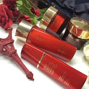 We've always wanted radiant skin, but how? I have with me some powerful tips to achieving the radiance you've always wanted! It's all about diligence in #skincare, exercising, eating healthy and if you can't make it, fake it! I personally love the Estée Lauder Nutritious Vitality8 Night Radiant Overnight Crème/Mask because it replenishes the essential nutrients and intensely hydrates while you are sleeping for smooth and refreshed skin the next morning!  Come discover the #Powerof8 with me - read about my 8 tips to achieving skin radiance here: http://bit.ly/EsteeLauder-Roanna! #clozette #EsteeLauderSG