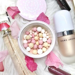 @guerlainsg Birthday Candle Pearls Météorites - a medley of three coloured pearls to bring you a glow that of a soft, flickering candle. Diffuse subtle light by powdering your face with this. Full review and swatches on the blog now! TGIF, can finally enjoy my weekends with my love! ❤️🎀 #clozette #makeup