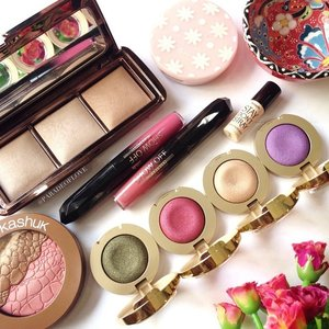 Rise and shine to a beautiful morning! 🌻☀️💐 / As September has come to a close, let's take a peek into my beauty favourites for the month!Been really reaching out to my #Hourglass #AmbientLighting Palette and #EttusaisSG BB Mineral Compact so much as finishing powders! They keep me matte and flawless throughout the day.Next up, #SoniaKashuk Blush/Bronzer Duo, just look at the pretty details! For this, having a light hand for the bronzer is key.And of course, how can I forget my #Milani Bella Eyes! I reach for them at least twice every week! Love the smooth pigmentation and blendability.Last but not least, #RimmelLondon ShowOffs Lip Lacquers for longevity on the lip colours, these are so good.For more details, hop over to my blog (link in bio)! 😊 What are your Sept Faves? 😚😉💕 #clozette