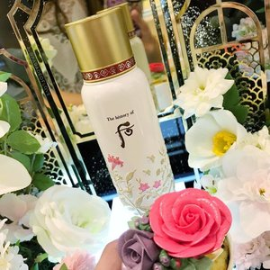 @thehistoryofwhoo_sg Bichup Soon Hwan Essence has been working its magic on my skin for a couple of months now ever since I started on the previous Limited Edition bottle. It helps blood circulation on my skin and gives a radiant appearance. This summer, the Bichup #SoonHwanEssence is dressed with feminine pink and gold florals. Who can resist this beautiful bottle? Now available in @tangssg Orchard & #TANGS @vivocitysingapore counter. 🌺 - - #clozette #skincare #beauty #thehistoryofwhoo #whoo #thehistoryofwhoosg #essence  #kbeauty #koreanskincare #tangssg #skincarejunkie #floral #flowers