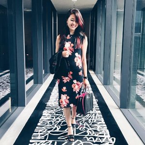 Back to the grind. My usual corporate look with blazer when I meet my clients. I love floral prints so even when I need to be dressed to the nines, I'll definitely have a bouquet on my dresses. 💐 - - #clozette #outfitoftheday #outfitinspiration #hmsg #hm #katespadesg #katespade #charleskeith #G2000 #ootdsg #ootdasia #ParadeofOOTD #fashiondiaries #floral #stylediaries #stylexstyle #corporatelook #corporatefashion
